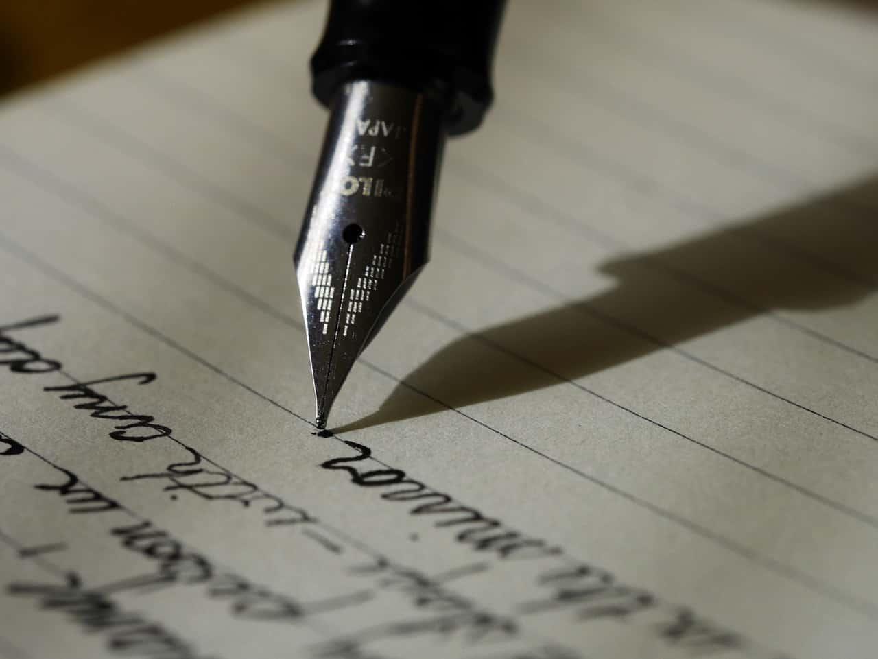 כתיבה על דף