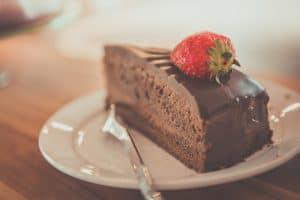 צלחת עם עוגה