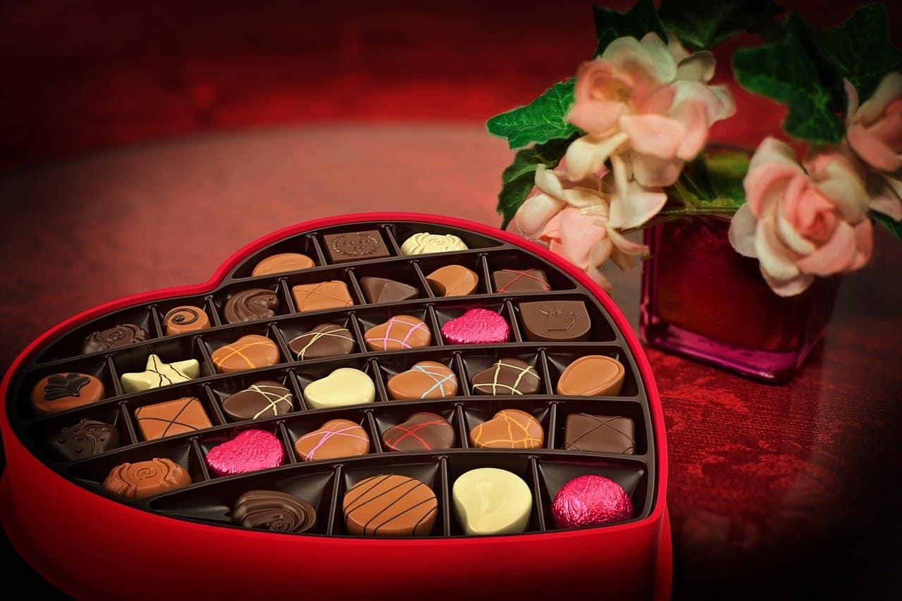 לב עם שוקולדים