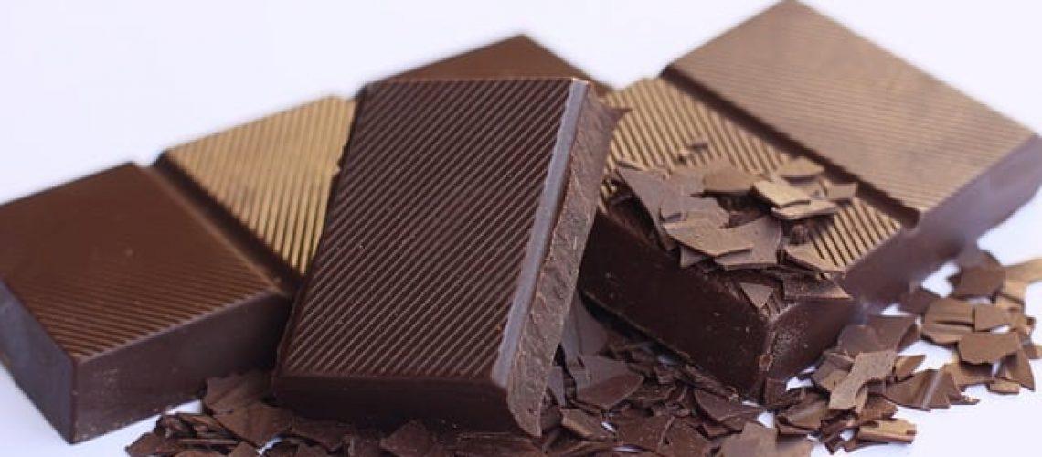 לאכול שוקולד